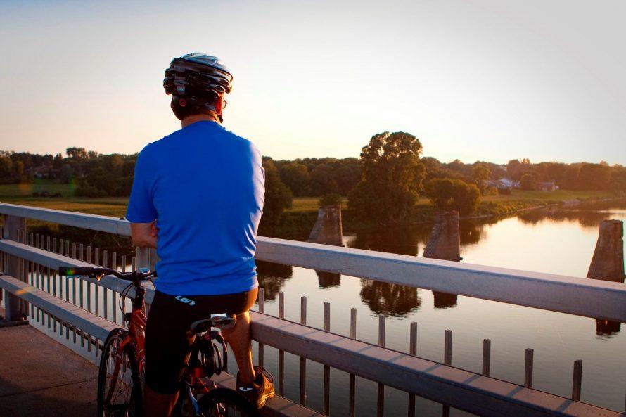 Cycliste pont bécancour