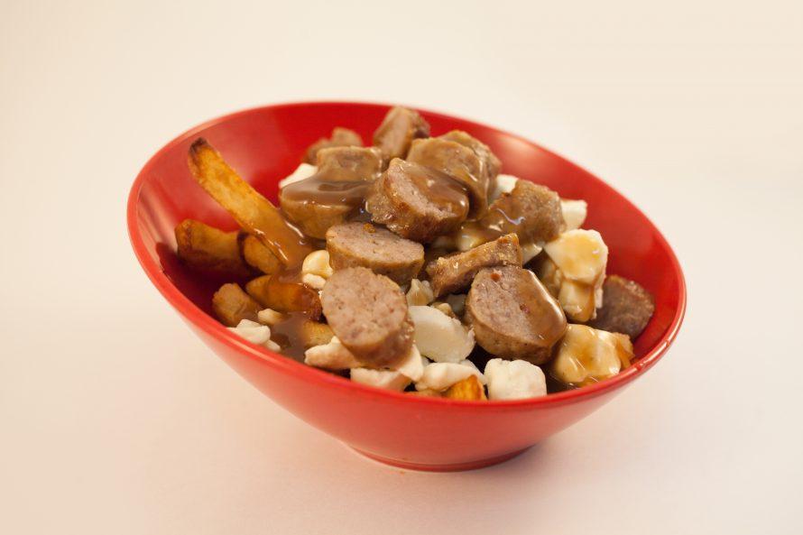 poutine à la saucisse maison-Roulotte à Patates